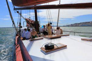 Experiências Corporate. Num barco com capacidade para 75 pessoas